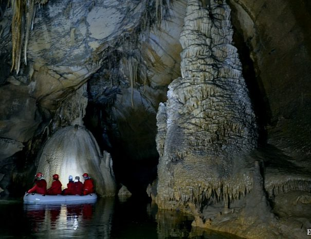 Slovenia Holidays - obisk podzemlja
